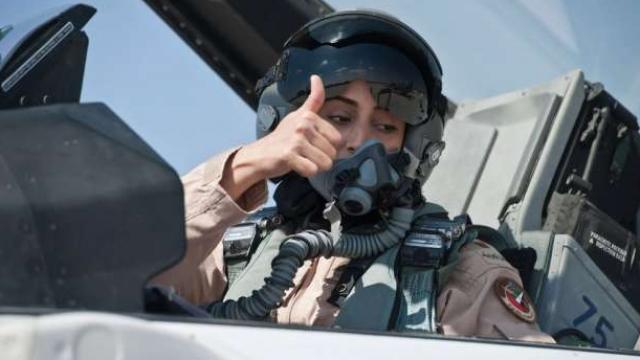 pilotja-arabe-q-euml-po-sulmon-nga-ajri-isis-rsquo-in-video_hd