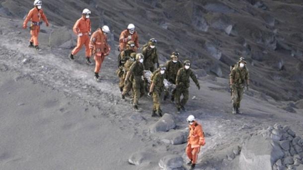 vdekje-e-trishtueshme-30-alpinist-euml-i-mbyti-pluhuri-i-vullkanit-foto-video_hd