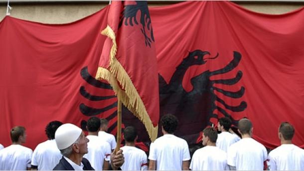 flamuri-i-shqiptar-euml-ve-nd-euml-r-m-euml-atraktiv-euml-t-n-euml-bot-euml_hd